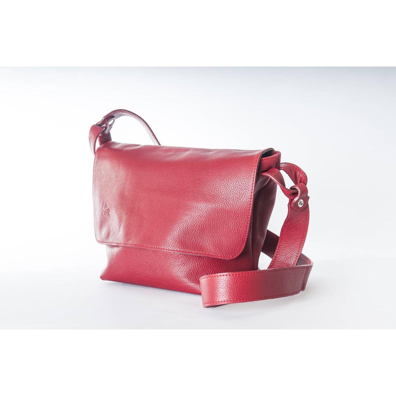 alcantara est un sac en cuir souple, qui peut se porter sur l'épaule