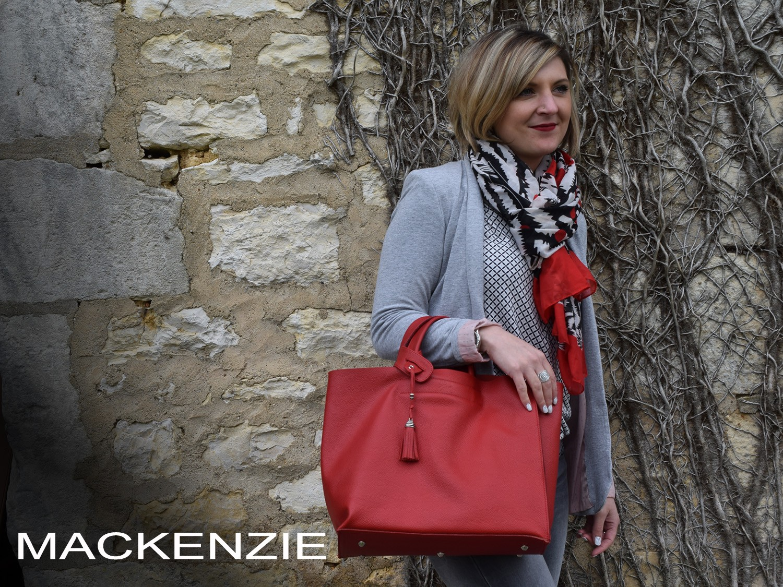 Mackenzie est un sac en cuir souple, à l'allure d'un cabas aux formes asymétriques..